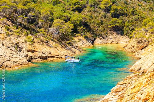 Montage in der Fensternische Honig Sailboat in beautiful sea bay near Cala Giverola, most beautiful beach on Costa Brava, Spain