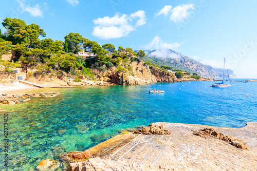 Fond de hotte en verre imprimé Piscine Beach and boats on sea in picturesque bay near Fornells village, Costa Brava, Spain