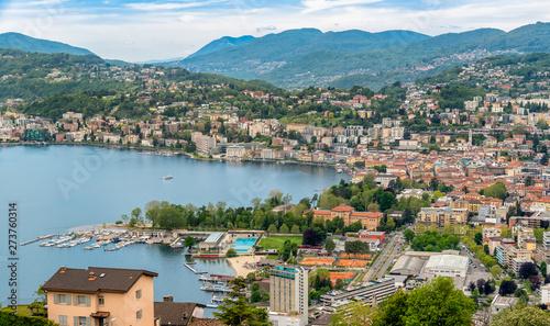 Foto  Panoramic view of Lugano city on the shore of Lake Lugano, Switzerland