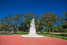Monument At Av. Pres. Figueroa...