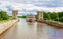 Channel Named Moscow. Gateways.Scenic View From The Ship To The Channel Named After Moscow. In The Summer On A Sunny Day. Russia, Moscow Region. The Concept Of Tourism.
