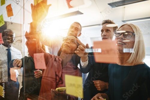 Fotografiet  Diverse businesspeople smiling during a brainstorming session wi