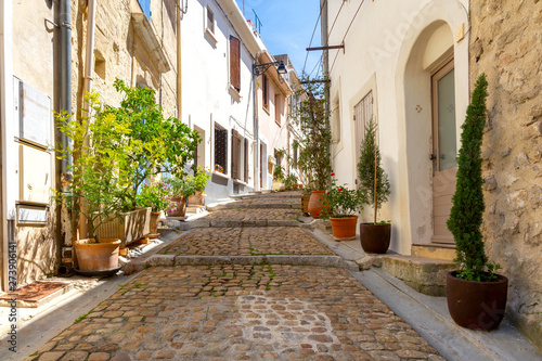 Fototapety, obrazy: Arles. Old narrow street in the historic center of the city.