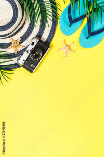 Poster Montagne Summer travel concept flat lay image.