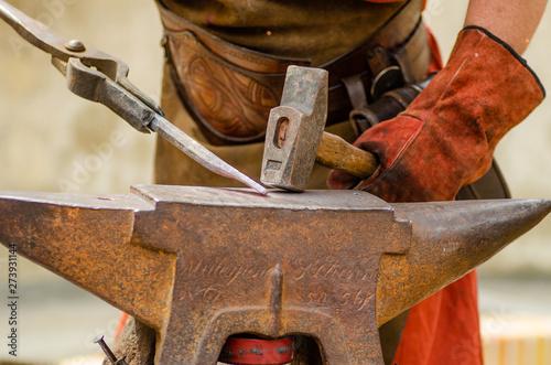 Vászonkép le travail du forgeron