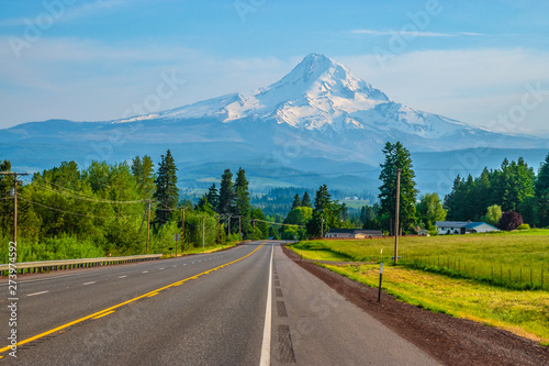 Photo Beautiful Clear Skies Over Mount Hood in Oregon