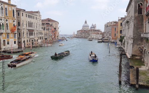 Poster Venise Boats and handols in the Venetian canal -2