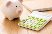 電卓と貯金箱