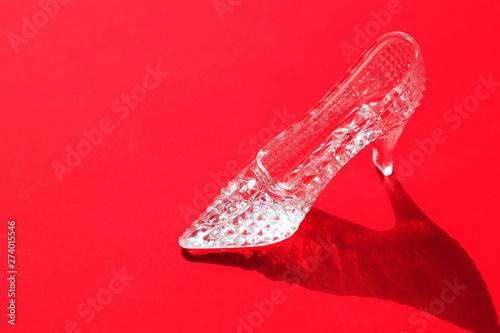 Photo sur Aluminium Londres Glass Slipper On Red
