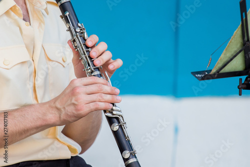 The man plays the clarinet during the concert_ Fototapet