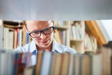 Frau Als Buchhändler Oder Bibliothekarin