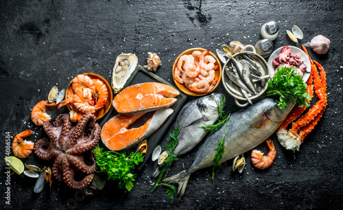Fototapeta Fresh salmon steak with a variety of seafood and herbs. obraz