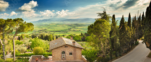 Foto  Landscape in Tuscany, Italy. Valley Val d Orcia