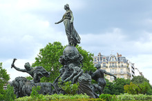 Statue Place De La Nation à Paris