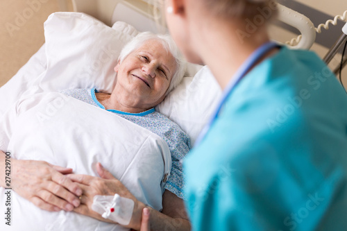 Fotografia Senior patient and nurse in hospital