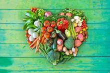 Herz Aus Gemüse Auf Grünem H...