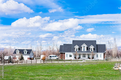 Fotografiet  Beautiful rural american farmhouse