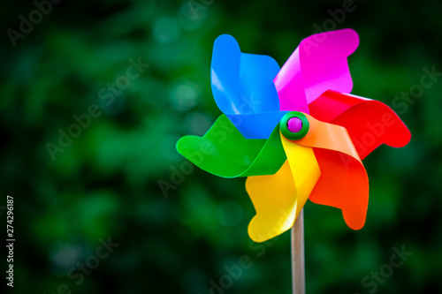Colorful pinwheel against green background Canvas-taulu