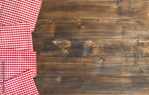 Türaufkleber Holz Wooden kitchen table background chequered tablecloth