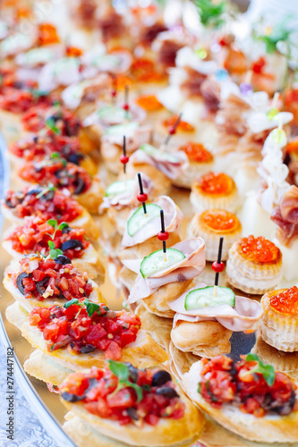 Beautifully decorated catering banquet with different food snacks and appetizers Fototapete