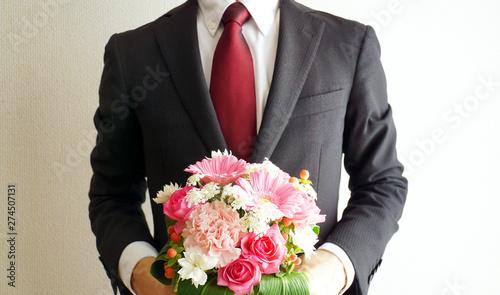 Foto 花束を持つビジネスマン