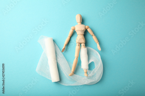 Cuadros en Lienzo Figure of man with leg wound and white gauze bandage