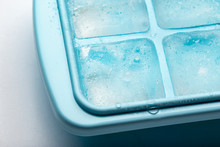 Plastic Ice Cube Tray With Frost