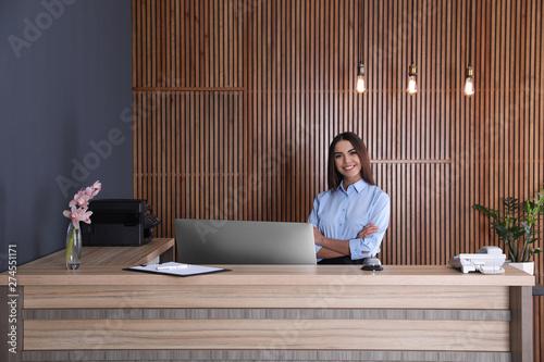Portrait of receptionist at desk in lobby Fototapet