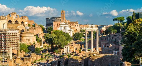 Fotografía  Roman Forum in summer, Rome, Italy