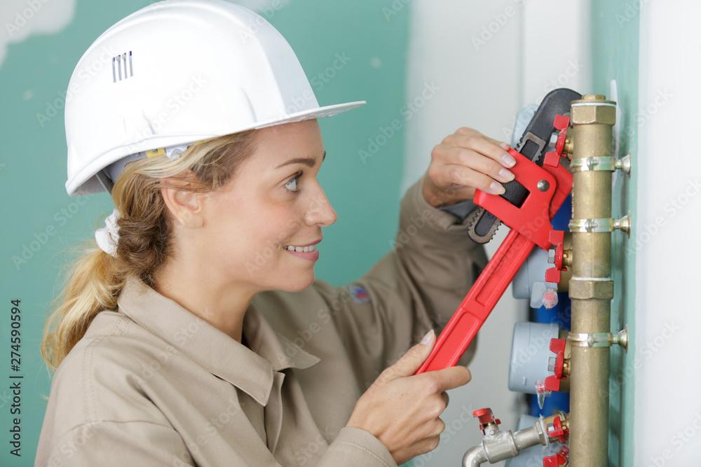 Fototapety, obrazy: female plumber at work