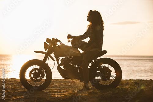 Tableau sur Toile Beautiful girl having fun driving her custom cafe racer motorcycle