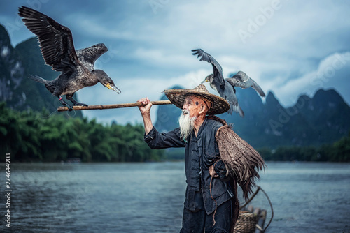 Obraz na plátně  Cormorant fisherman in Traditional showing of his birds on Li river near Xingping, Guangxi province, China