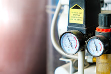 Dual Pressure Gauge With Dust Used In Electronics Repair Shops