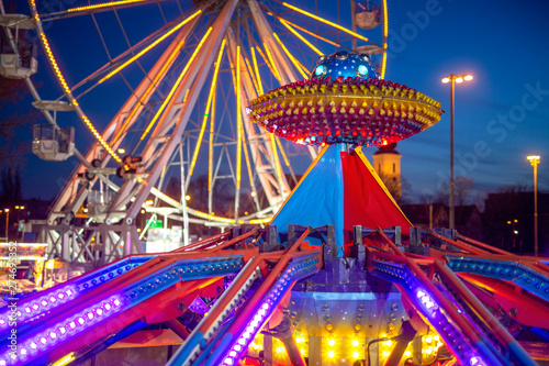 Foto auf Leinwand Vergnugungspark Amusement park in the night