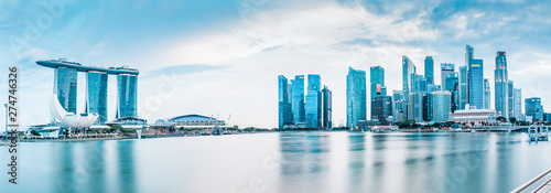 Fotobehang Panoramafoto s SINGAPORE, SINGAPORE - MARCH 2019: Vibrant panorama background of Singapore skyline at the business bay