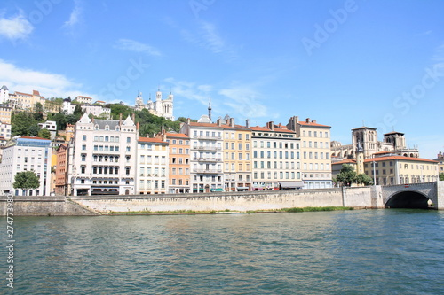Foto auf AluDibond Rotterdam The old city of Lyon, the Saone river and the basilica of Notre Dame de Fourviere, France