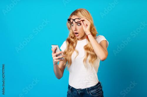 Poster Ecole de Danse Shock Content. Woman Looking At Smartphone In Studio
