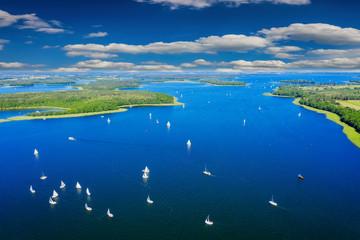 Fototapeta Rzeki i Jeziora Mazury-yachts to Lake Kisajno in Giżycko