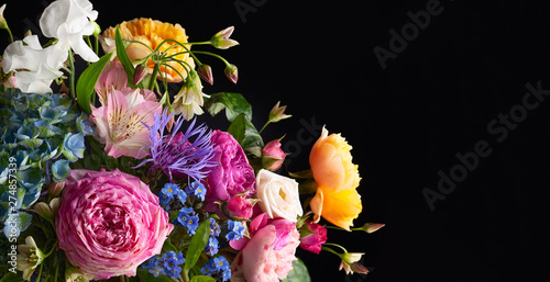 Fotografía Beautiful bunch of colorful flowers on black background