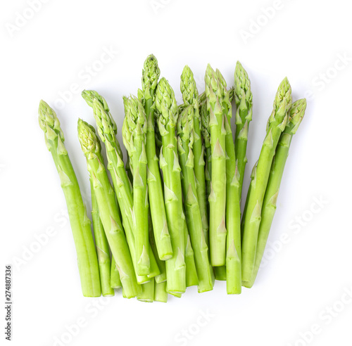 Photo fresh asparagus isolated on white background. top view