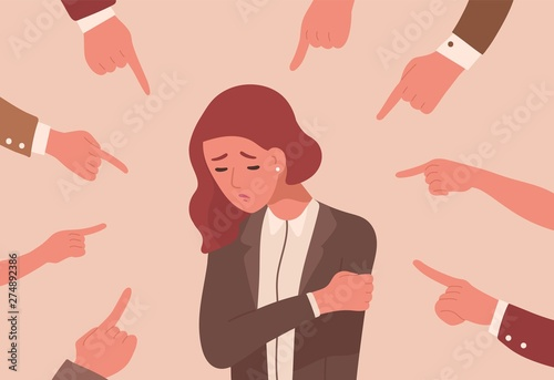 Photo Unhappy young woman surrounded by hands with index fingers pointing at her