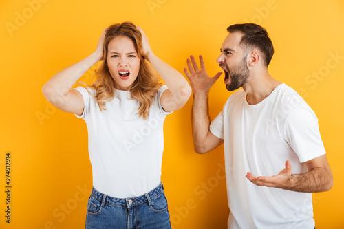 Image of arguing couple man and woman in basic t-shirts screaming at each other Tapéta, Fotótapéta