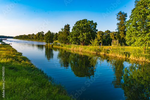 Photo sur Toile Rivière de la forêt Mangfallkanal am Innspitz in Rosenheim
