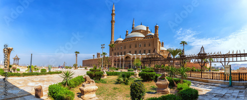 Crédence de cuisine en verre imprimé Con. Antique The Great Mosque of Muhammad Ali Pasha or Alabaster Mosque, panorama of the yard of the Citadel