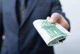 Geldscheine in hand - 275082106