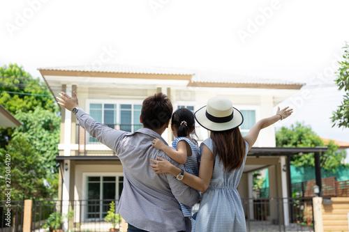 Fotomural  Happy Asian family