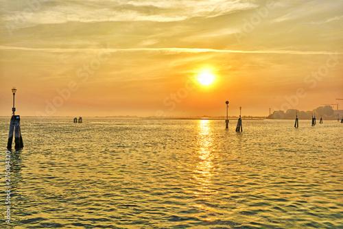 Venezia, laguna la tramonto. © bussiclick