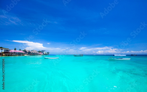 Photo Stands Turquoise Beautiful sky and blue sea