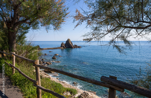View of the rock with the cross in the village of Riva Trigoso, ligurian riviera Tableau sur Toile