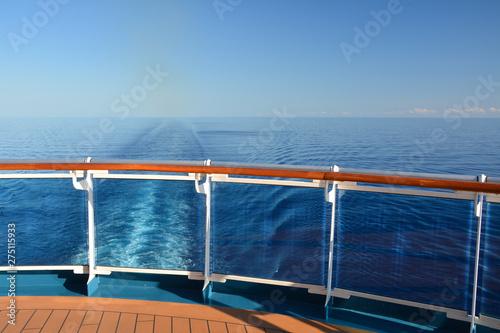Fotomural  Cruise ship wake